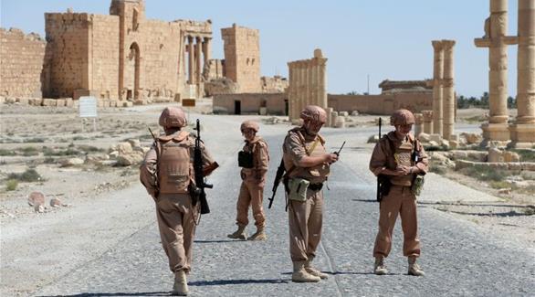 """جنود روس يوجهون إهانة لعناصر الأسد في تدمر بسبب خلافات على """"المسروقات"""""""
