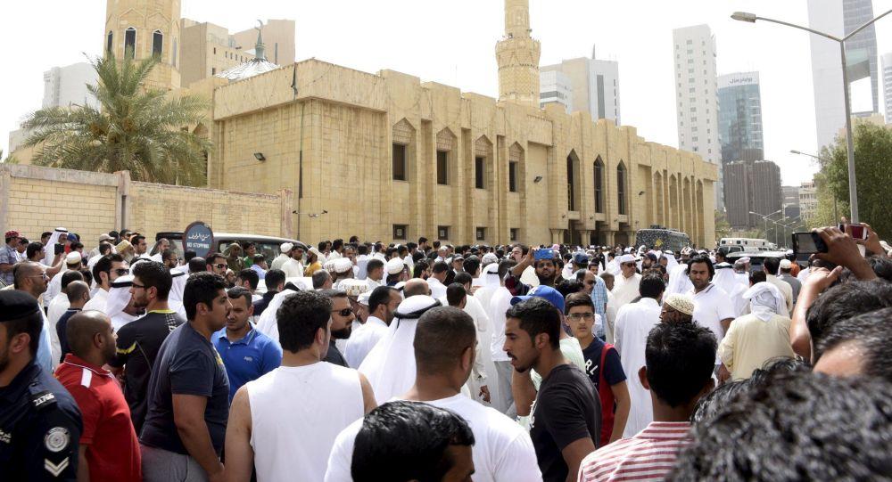 """دولة """"غير متوقعة"""" توافق على منح """"بدون الكويت"""" جنسيتها!"""