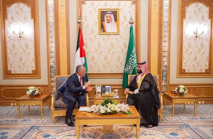"""رغم حساسية العلاقات.. مدير مكتب """"محمد بن سلمان"""" يحذف تغريدة حول لقاء ولي العهد وملك الأردن!"""