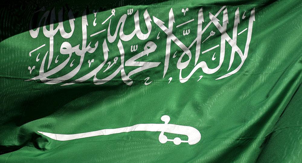 شاهد.. إجراء سعودي الأول من نوعه عربيًا بشأن العلم الوطني (صور)