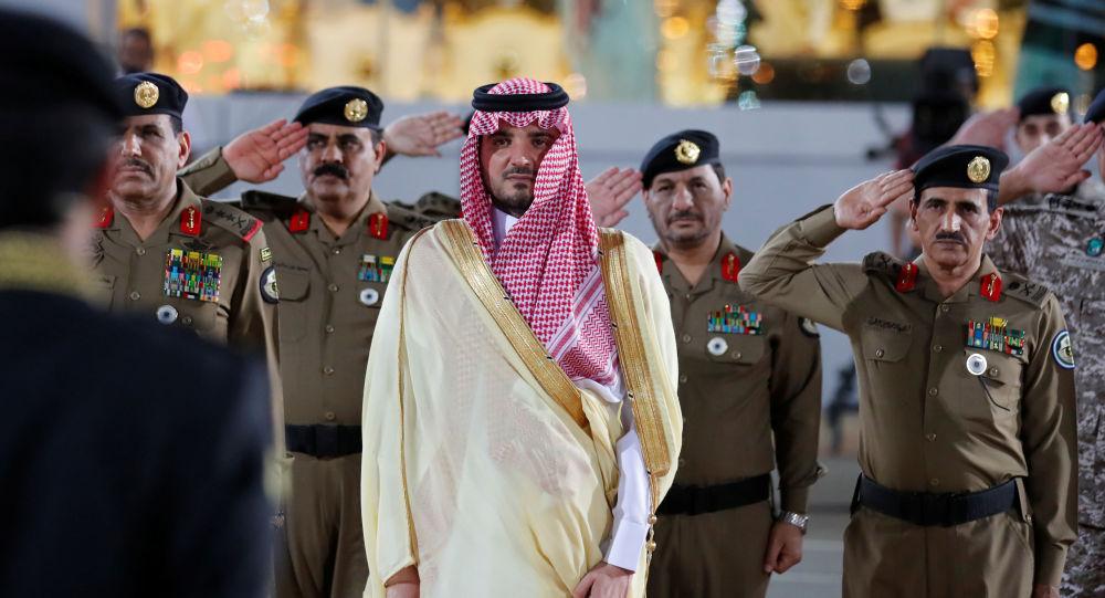 """شاهد.. مكافأة ضخمة من وزير الداخلية السعودي لرجل الأمن صاحب مقطع """"هذا واجبي"""" (فيديو)"""