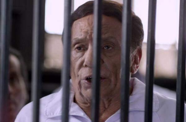"""بالصور.. الممثل المصري """"عادل إمام"""" يظهر في سجن بتركيا!"""