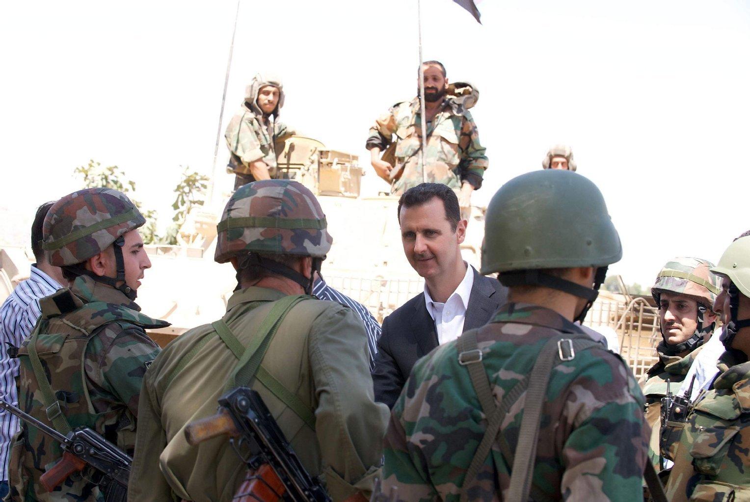 """بعد أن خرجوا من السجن.. 9 سوريون يستخدمون سلاحًا أثبت فعاليته ويستهدفون 25 ضابطًا بـ""""نظام الأسد"""""""