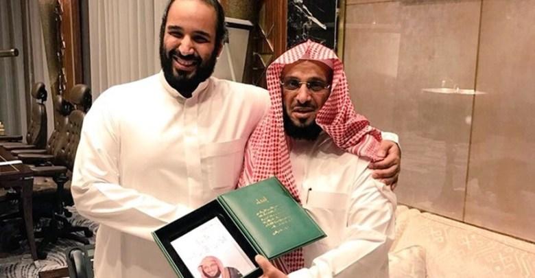 """الديوان الملكي السعودي يستدعي عائض القرني بعد اعتذاره عن """"الصحوة"""".. والكشف عن مفاجأة"""