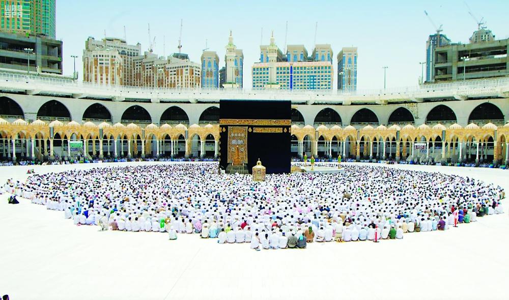 """شاهد.. صورة """"حقيقية"""" لمقتحم الحرم المكي تشعل مواقع التواصل بالسعودية (صور)"""