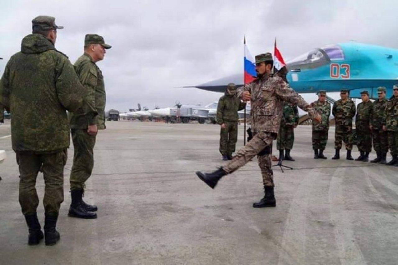 """سهيل الحسن ينتقي 50 ضابطًا من """"جيش الأسد"""" ويرسلهم في مهمة إلى روسيا"""