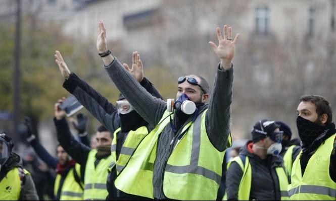 شاهد.. شاب سوري يفاجئ مذيعة لبنانية ويهتف ضد بشار الأسد في احتجاجات فرنسا