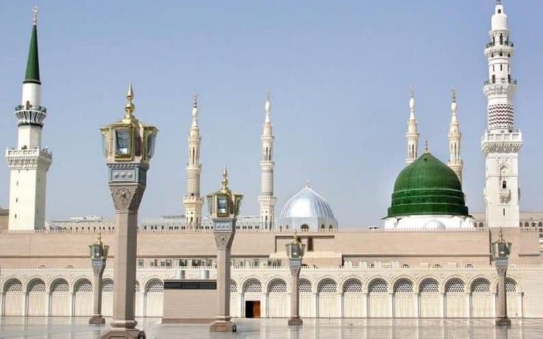 """شاهد.. """"حليمة بولند"""" تثير الجدل بالكويت بعد ما فعلته بالمسجد النبوي (فيديو)"""