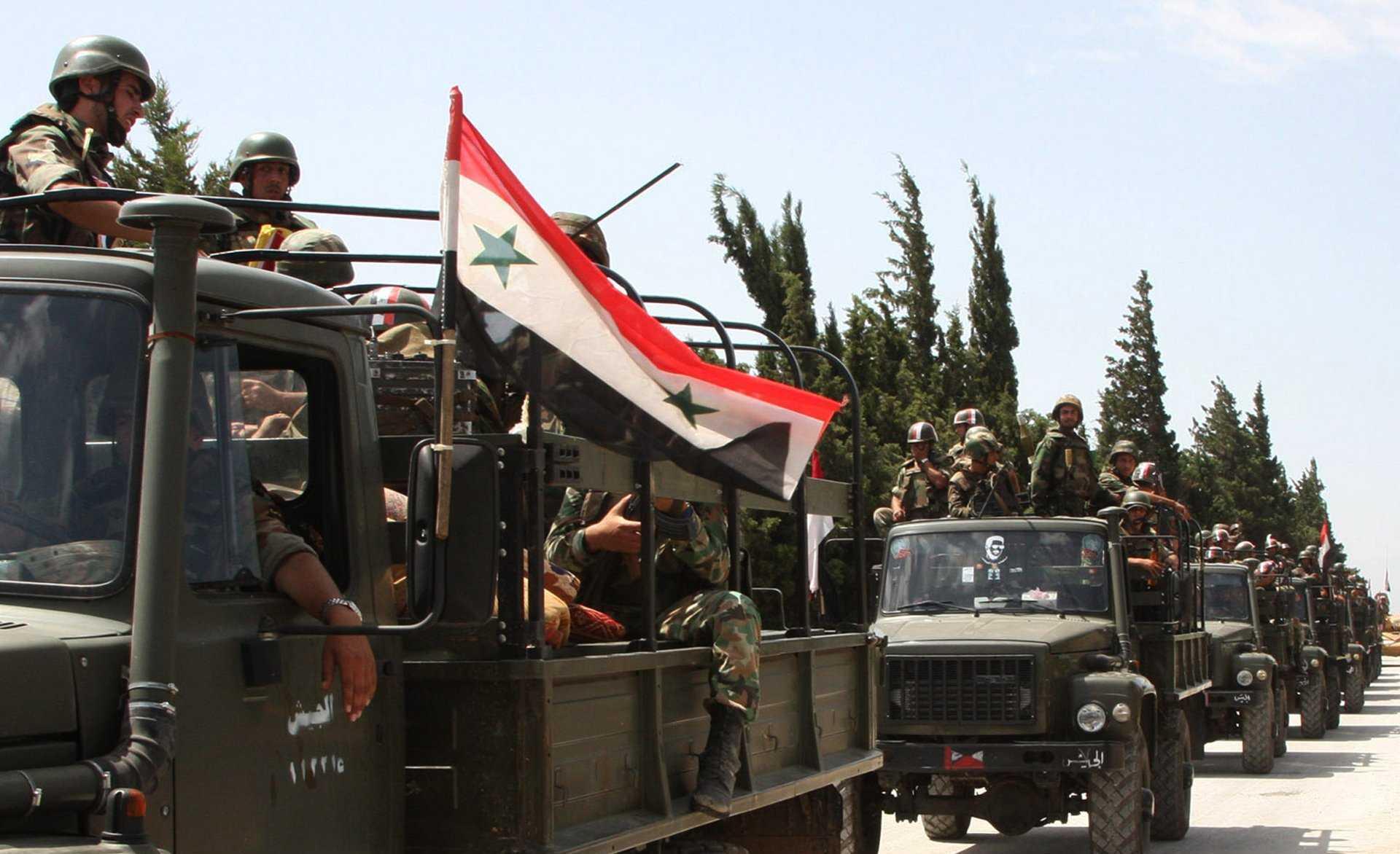 مصفحات عسكرية مدججة بالعناصر في شوارع دمشق ليلًا.. ماذا يحدث؟ (فيديو)