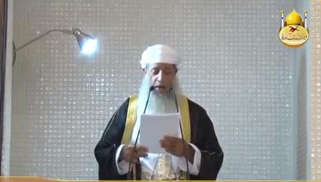 """شاهد.. """"حدث فريد"""" لإمام جامع في سلطنة عُمان بعد انتهائه من رفع الآذان (فيديو)"""