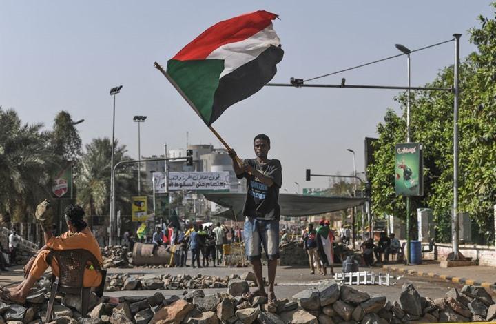 """زيارة مفاجئة لـ""""ابن سلمان"""" ودحلان إلى السودان"""