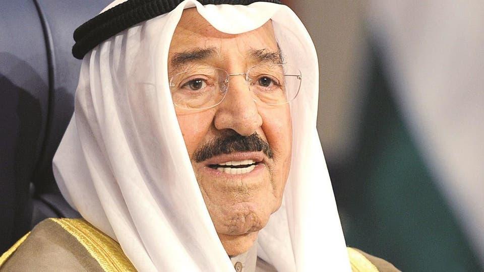 شاهد.. صورة لأمير الكويت مع حفيدة تثير ضجة بمواقع التواصل (صور)