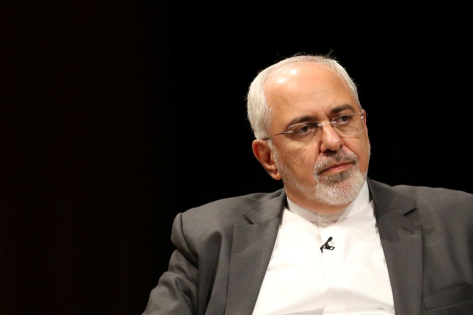 شاهد.. أمير سعودي ينشر صورة فاضحة لوزير الخارجية الإيراني ويشعل تويتر