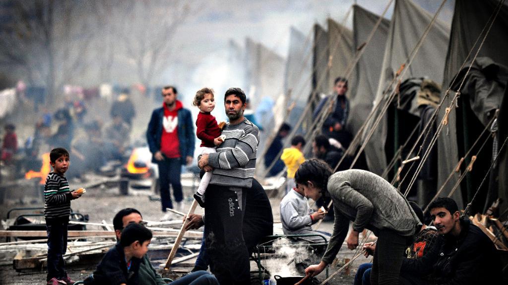 فيصل القاسم قيادي يتوقع هذا المصير للاجئين السوريين