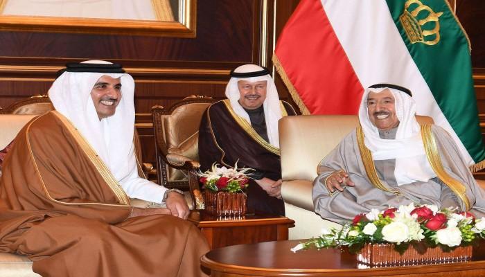 """أمير الكويت يُغضب السعودية والإمارات بتصرف مفاجئ مع """"تميم بن حمد"""""""