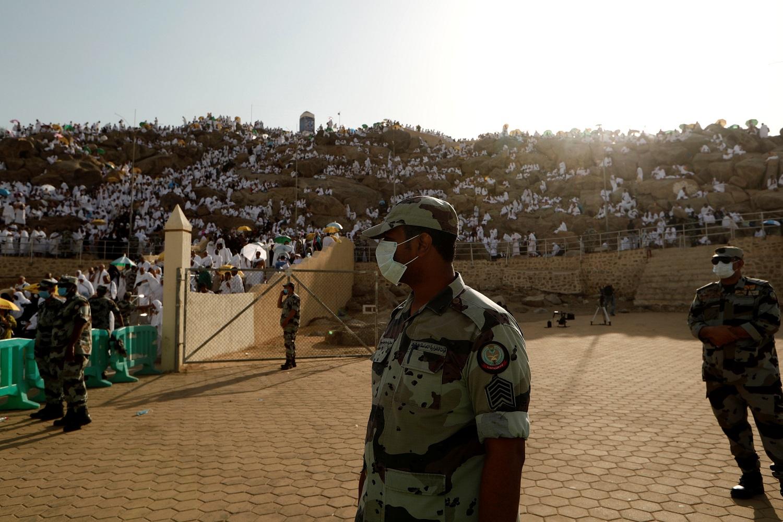 حملات لرفع صورة زعيم عربي على جبل عرفات.. وبيان من هيئة كبار العلماء في السعودية للحجاج