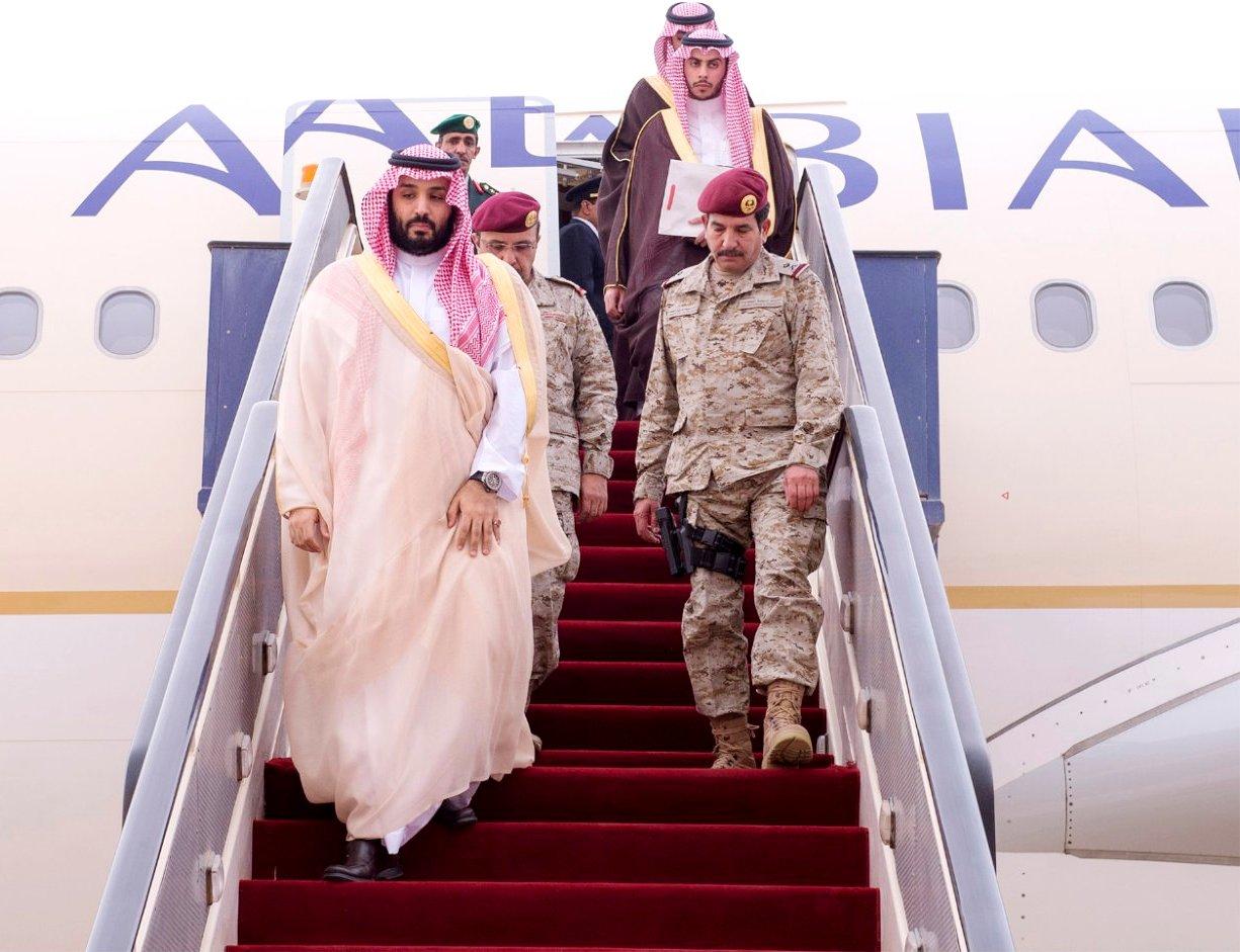 "شاهد.. ناشطون سعوديون يكشفون حقيقة تحطم طائرة ""محمد بن سلمان"" (صور)"