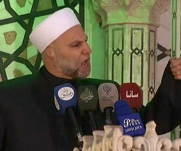 بعد ساعات من عزله.. خطيب الجامع الأموي مأمون رحمة يهاجم أوقاف النظام