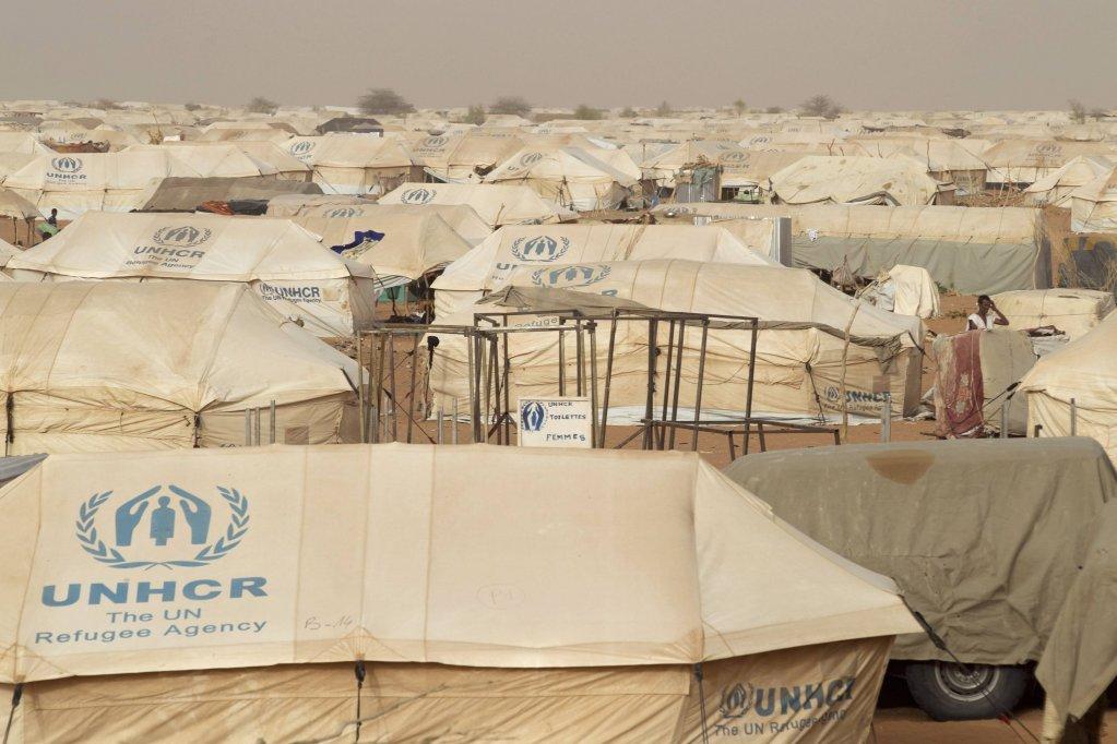 """مفوضية اللاجئين الأممية تكشف عن معلومة """"صادمة"""" للاجئين"""