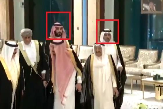 شاهد.. ردة فعل غير متوقعة من محمد بن سلمان عندما لمح رئيس وزراء قطر