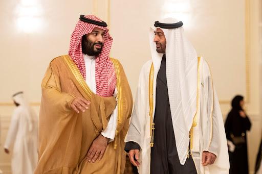 الإمارات تدعم أكبر أعداء السعودية بمليار دولار.. ماذا يحدث في الخليج؟