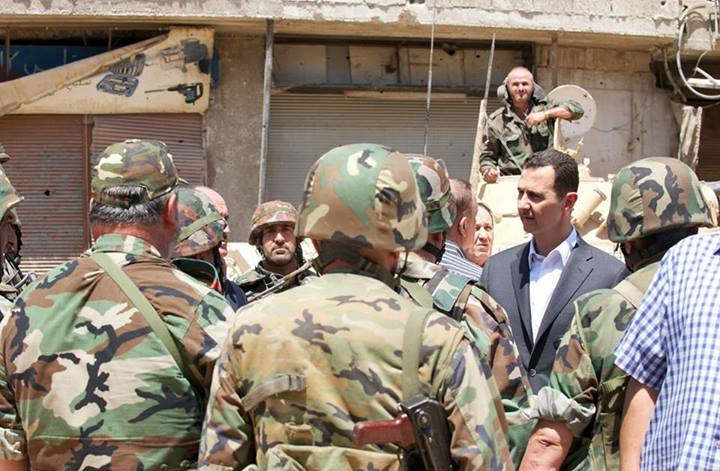 """مفاجأة مدوية.. شخصية إعلامية رفيعة بالنظام تدير صفحات تهاجم """"الأسد"""" وجيشه"""