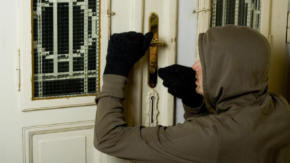 الإمارات.. امرأة تقتحم شقة وتهاجم صاحبتها.. ومفاجأة صادمة في انتظارها