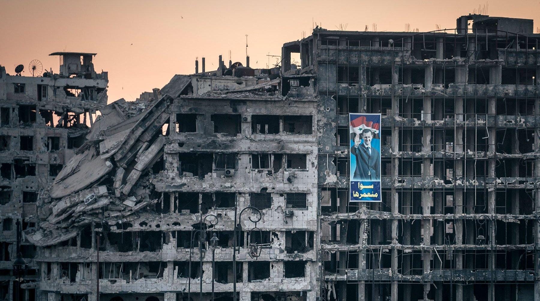 """صحيفة إسرائيلية تكشف اسم رجل أعمال يتحكم في قرارات """"نظام الأسد"""" الاقتصادية"""