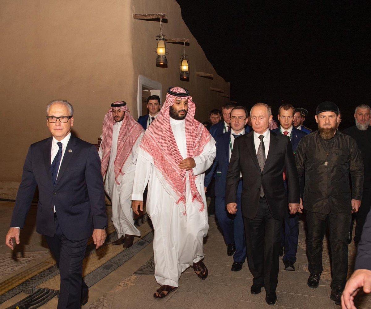 """قبل مغادرته السعودية.. محمد بن سلمان يفاجئ """"بوتين"""" بشأن """"آل سعود"""" (فيديو)"""