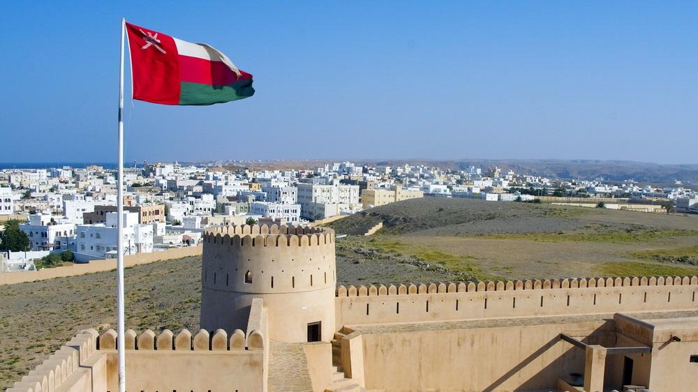 بعد تخفيض الرواتب.. بيان عاجل من سلطنة عمان بشأن قطع معاشات الضمان الاجتماعي