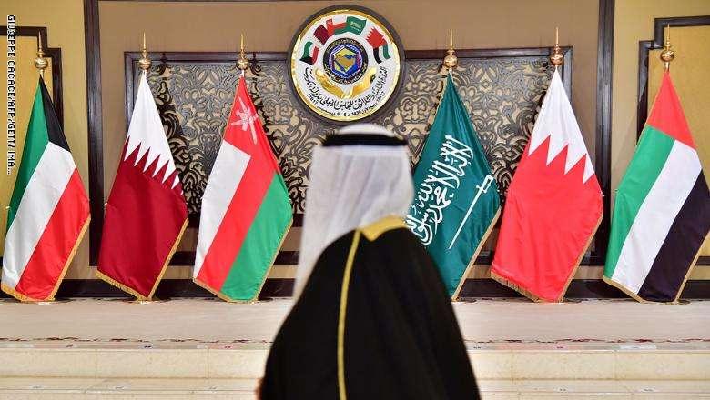 """دولة عربية خارج مجلس التعاون """"هي الحل"""" لإنهاء الأزمة الخليجية"""