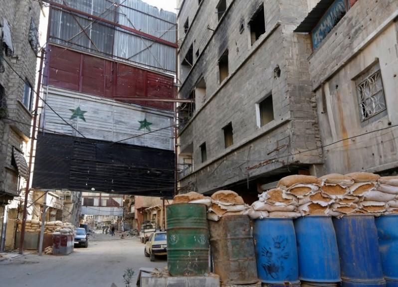 حادث صادم في حلب.. شاهد ماذا يفعل هؤلاء الأطفال في شارع عام؟ (فيديو)