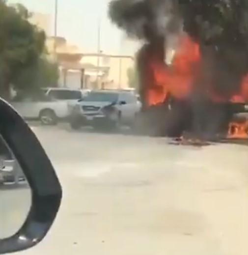 بالفيديو.. سعودي يقتحم النيران بسيارته لانقاذ أسرة من موت محقق
