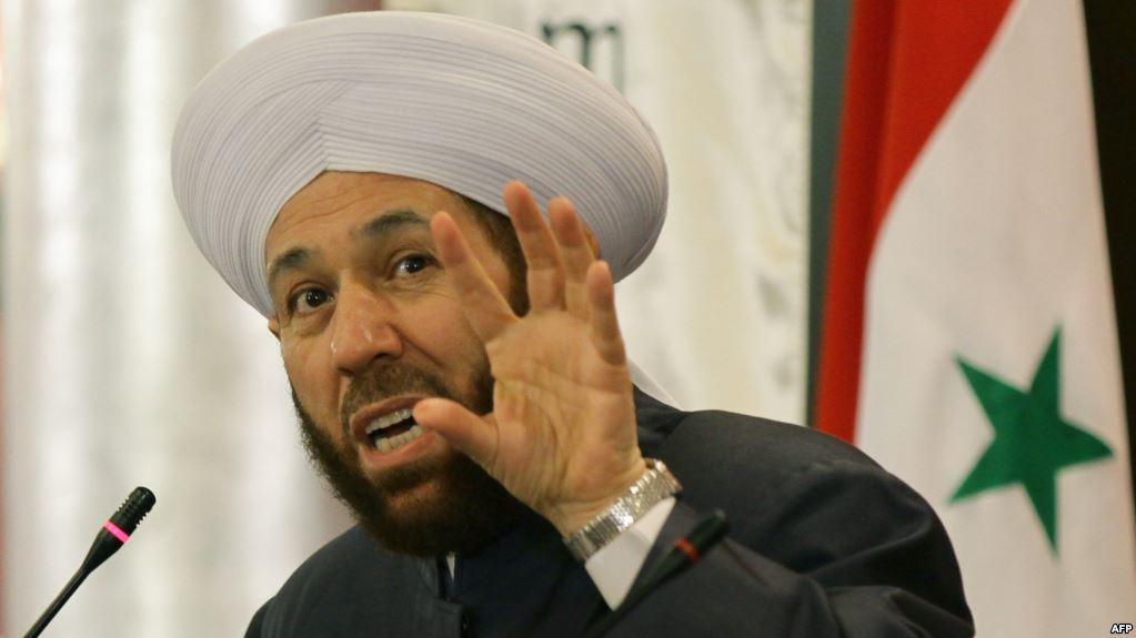 """عضو في """"برلمان الأسد"""" يفضح أحمد حسون.. ويكشف عن اعتراف قاله في جلسة خاصة"""