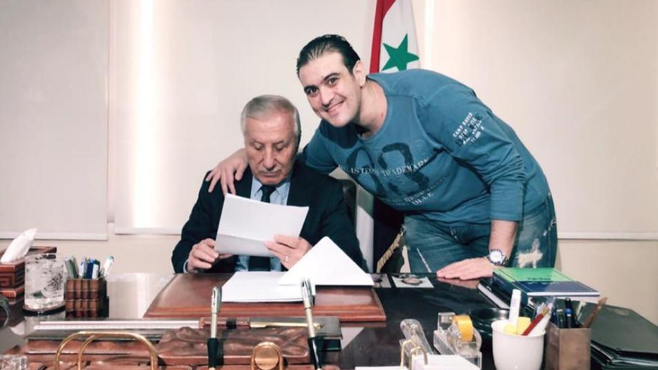 """شاهد.. نجل سفير الأسد المطرد من الأردن يحرف آية في القرآن ويضع """"بشار"""" في مقام الله"""