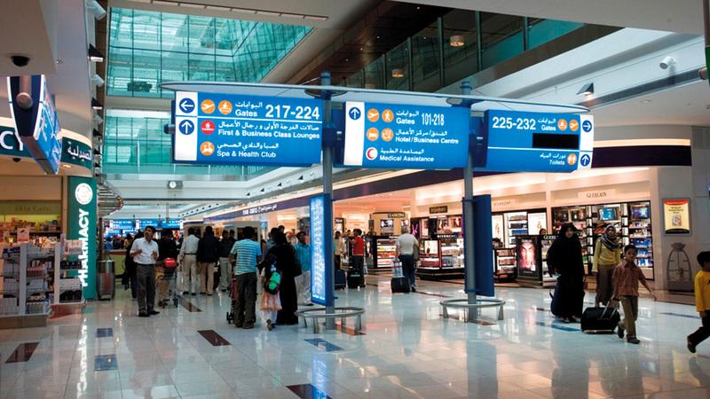 مهزلة في مطار دبي الدولي .. اضحك يا كورونا على العرب (فيديو)