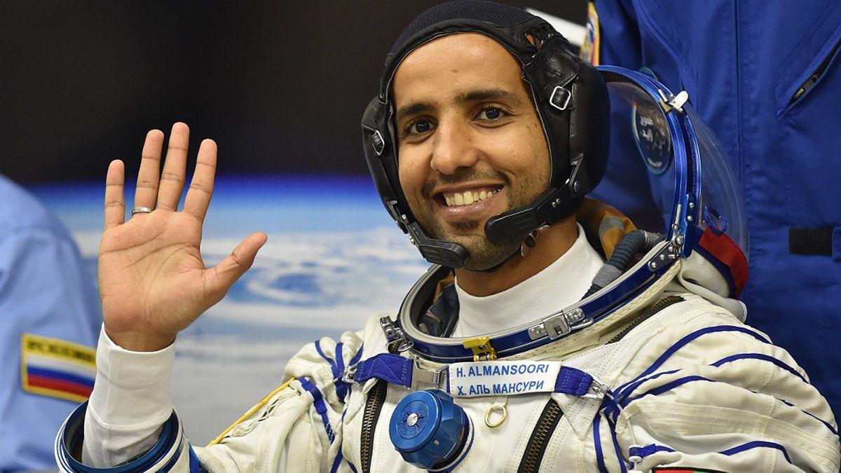 سخرية واسعة من رائد الفضاء الإماراتي بعد نشره هذه الصورة من الفضاء