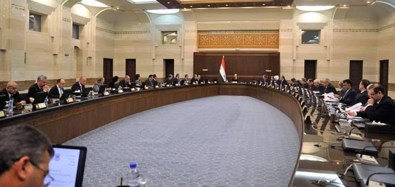 """صحيفة موالية تكشف عن قانون كارثي لـ""""نظام الأسد"""" ضد العاملين في مؤسساته"""
