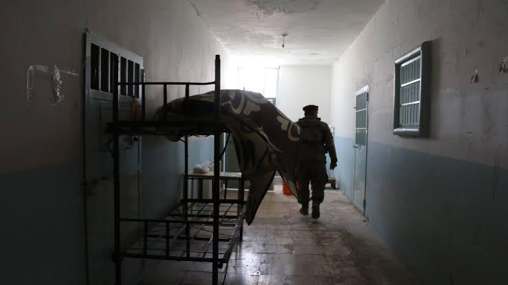 فيديو صادم.. مقاتل كردي يوثق اغتصابه لنساء عربيات داخل سجون الميلشيات الكردية
