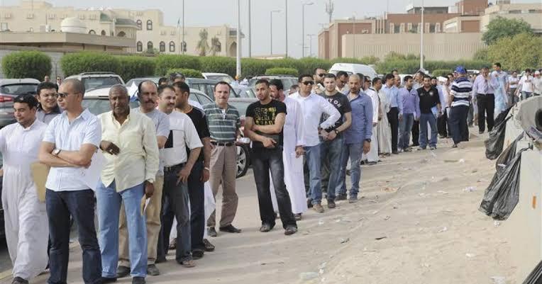 الكويت تستعد لطرد آلاف الوافدين بشكل مفاجئ..وهذا السبب