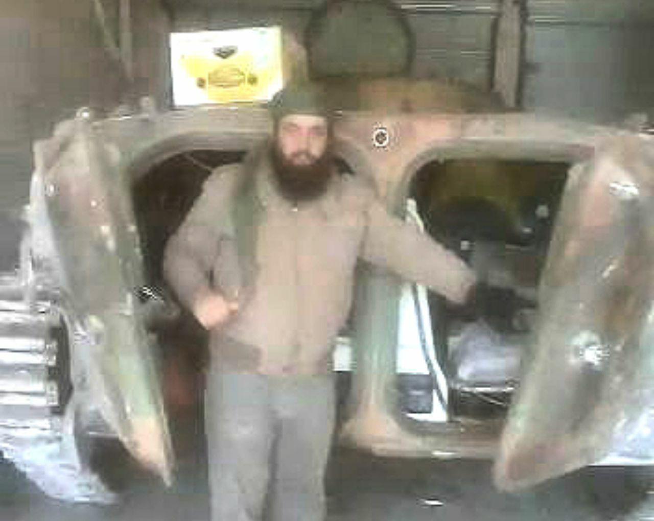 """الثوار يغنمون مدرعة لـ""""قوات الأسد"""".. واكتشاف مفاجأة بعد تفتيشها (فيديو)"""