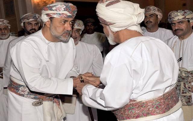 """بعد إلغائه الألقاب.. هيثم بن طارق يفاجئ أهالي سلطنة عمان بشأن """"السلطان قابوس"""""""