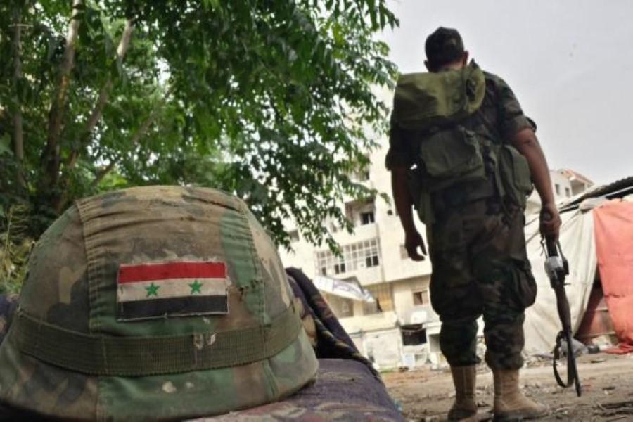 """أزمة جديدة تعصف بـ""""جيش الأسد"""".. عنصر يهرب على خلفية أفعال صادمة لضابط معه"""