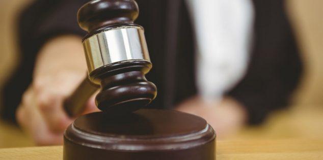 واقعة غريبة في الإمارات..طفل يرفع دعوى قضائية ضد أمه..والسبب صادم