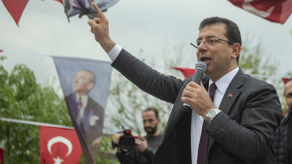 أول تعليق من أكرم إمام أوغلو على إجراءات الداخلية التركية ضد السوريين