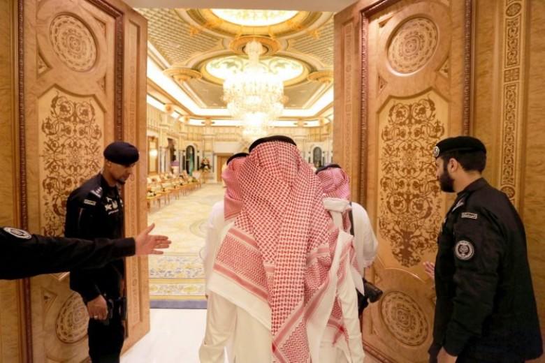 """كشف """"رجل ابن زايد"""" داخل الديوان الملكي السعودي.. وصدمة بين أمراء """"آل سعود"""""""