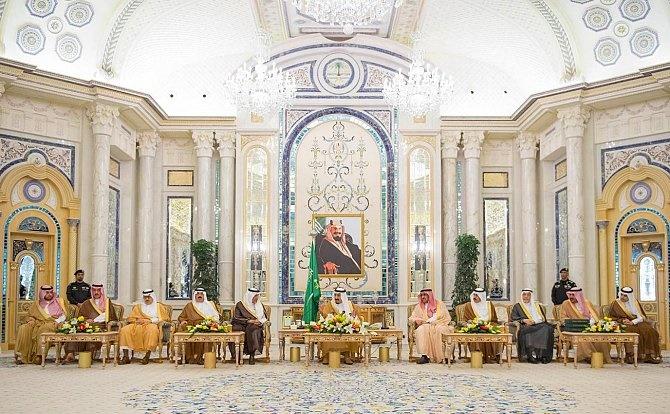 """لأول مرة في تاريخ السعودية.. معاقبة مستشار ديني بـ""""الديوان الملكي"""""""