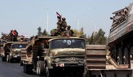 """مصدر عسكري يكشف لـ""""الدرر"""" حقيقة انسحاب """"قوات الأسد"""" من ريفي إدلب وحلب"""