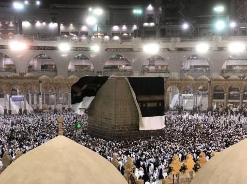 تصريح جريء من مسؤول سعودي في أمانة مكة: الكعبة حزينة بسبب ما يحدث.. هذه المشاهد صادمة (صورة)