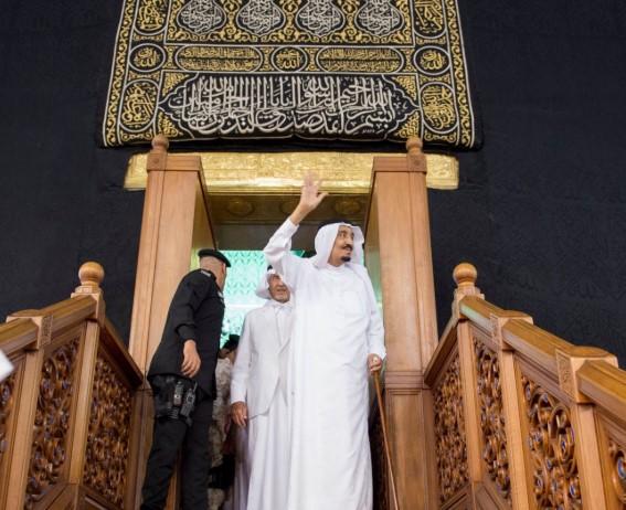 قبل رحيله.. قرار صادم من الملك سلمان بشأن الصلاة في السعودية
